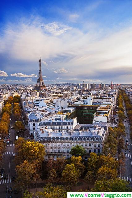 Torre Eiffel vista dall'arco di trionfo, uno dei migliori punti panoramici di Parigi