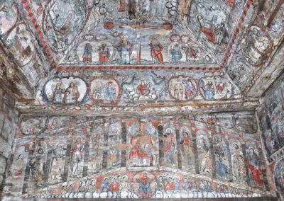 affreschi all'interno della chiesa di barsana