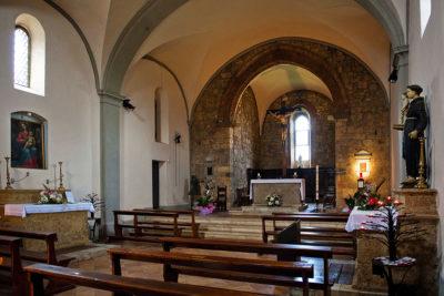 interno della chiesa di Monteriggioni