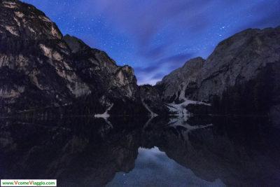 lago di braies di notte