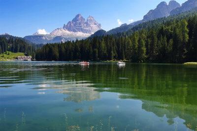 lago di misurina in estate