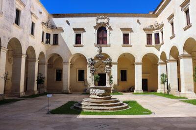 Chiostro all'interno del palazzo del Seminario