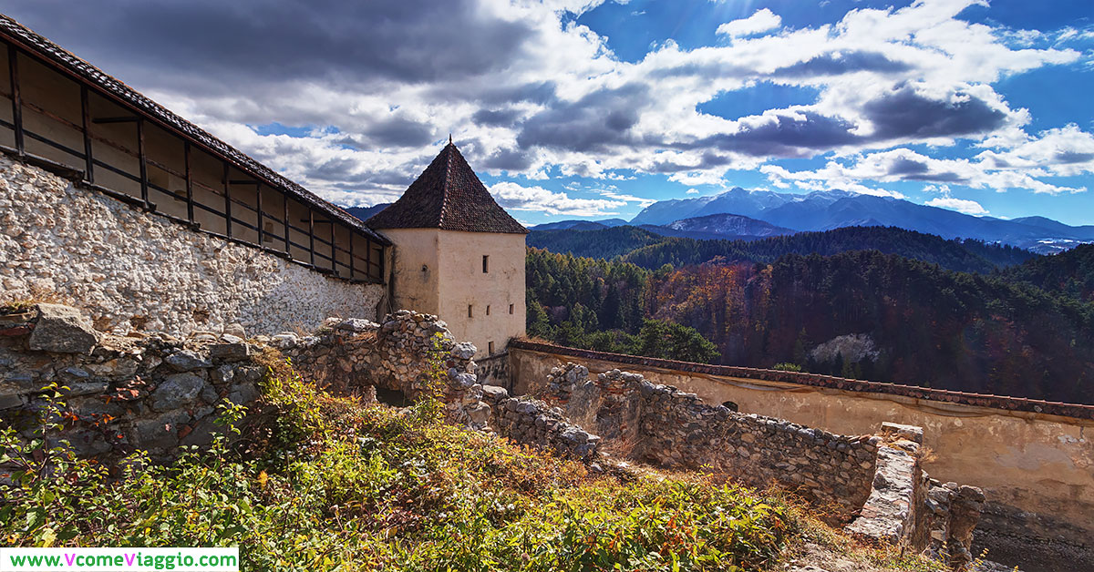 Rasnov (Romania): panorama con i monti della Transilvania