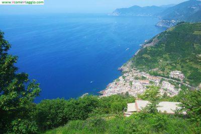 riomaggiore vista dall'alto dal santuario di nostra signora di montenero