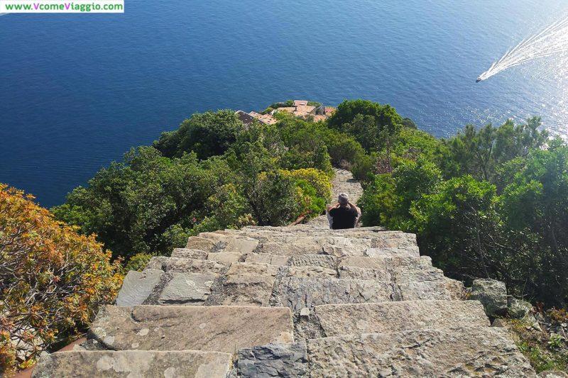 monesteroli: la parte finale della scalinata